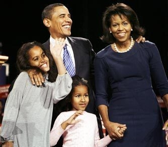 Obama with his wife and daughters